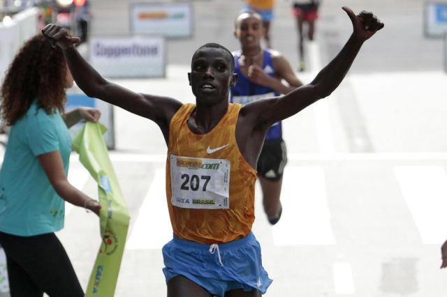 Campeão da Maratona de Nova York, queniano conquista a São Silvestre Miguel Schincariol/AFP