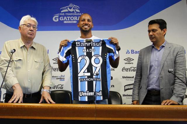 17dcb1fb88 Kadu é apresentado pelo Grêmio
