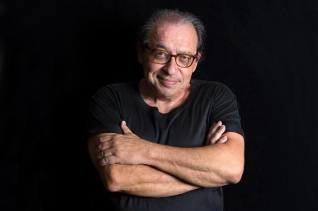 """Ruy Castro: """"Fomos reduzidos a porcarias como axé, sertanejos e padres cantores"""" Chico Cerchiaro/Divulgação"""