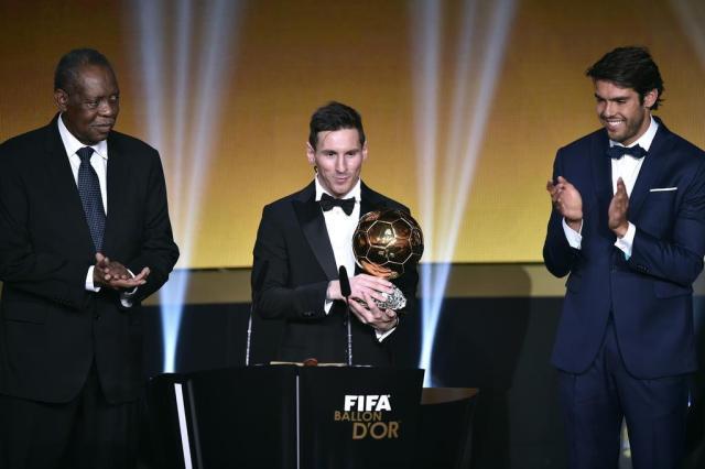 Messi é eleito o melhor jogador do mundo pela 5ª vez FABRICE COFFRINI/AFP