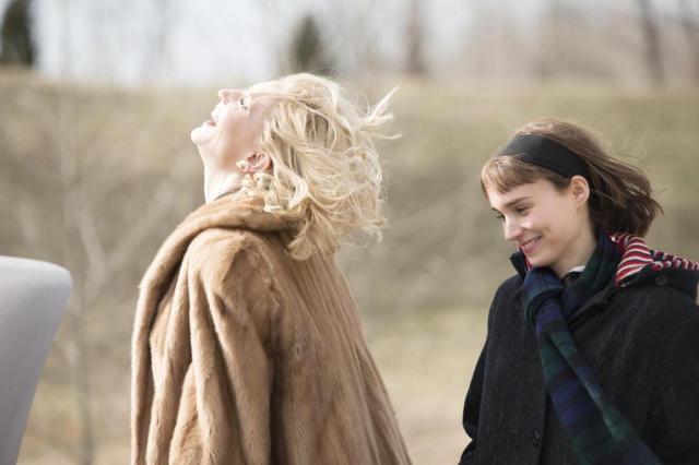 """""""Carol"""" narra de maneira delicada flerte entre duas mulheres nos anos 1950 Mares Filmes/Divulgação"""
