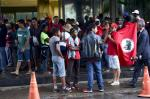Integrantes do Movimento dos Trabalhadores Sem Terra (MST) ocuparam a portaria principal do Ministério da Fazenda, em Brasília