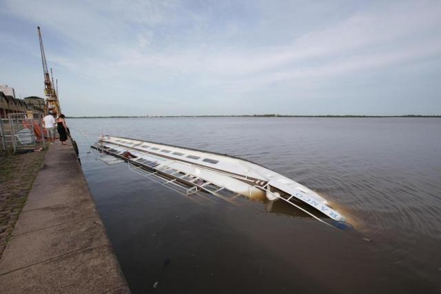 Cisne Branco vira durante tempestade em Porto Alegre Jefferson Botega/Agência RBS