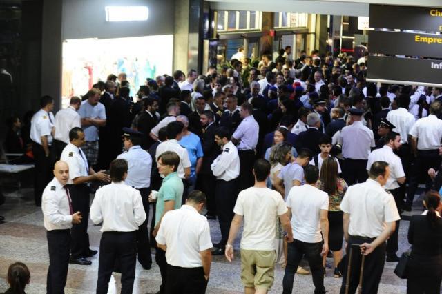 Trabalhadores do setor aéreo ameaçam greve a partir do dia 12 Ronaldo Bernardi/Agencia RBS