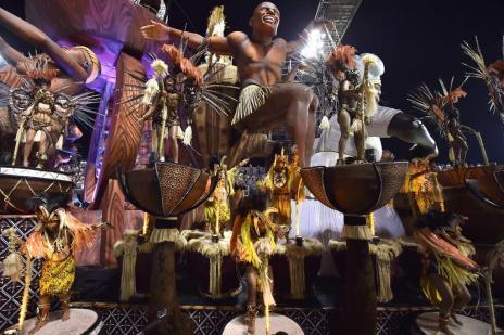 Veja como foi a segunda noite de desfile do Carnaval de São Paulo (Nelson Almeida/AFP)