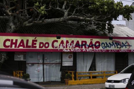 Fachada de restaurante é pichada após episódio envolvendo gambás na cozinha (Léo Cardoso/Agencia RBS)