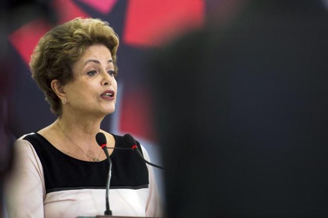 Câmara aprova corte do salário da presidente Dilma Marcelo Camargo/Agência Brasil