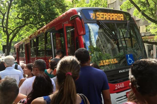 Novos ônibus (e nova tarifa) são o assunto pelas ruas de Porto Alegre Jéssica Rebeca Weber/Agência RBS