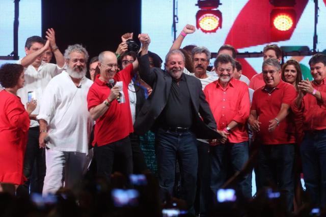 Lula se defende de denúncias sobre apartamento triplexem festa do PT Fábio Motta/Estadão Conteúdo