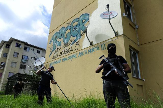 Polícia Civil apaga pintura em homenagem a envolvido com tráfico na Restinga Ronaldo Bernardi/Agencia RBS