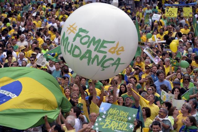 Pesquisa aponta perfil elitizado dos manifestantes pró-impeachment em São Paulo NELSON ALMEIDA/AFP
