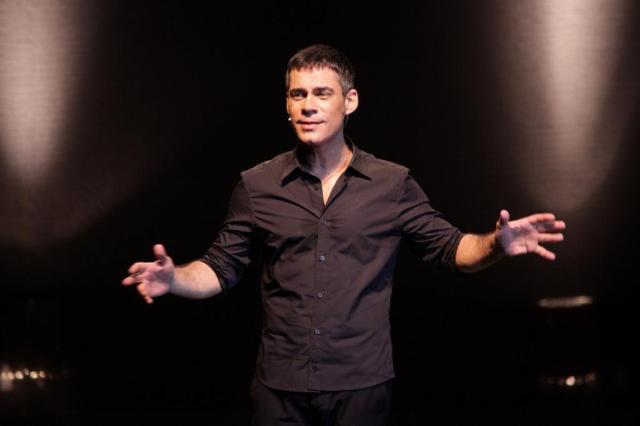 Após confusão em teatro, Chico Buarque proíbe ator de usar suas músicas Bruno Tetto/Divulgação