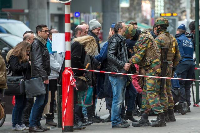Bélgica detém seis pessoas por vínculos com atentados de Bruxelas PHILIPPE HUGUEN/AFP