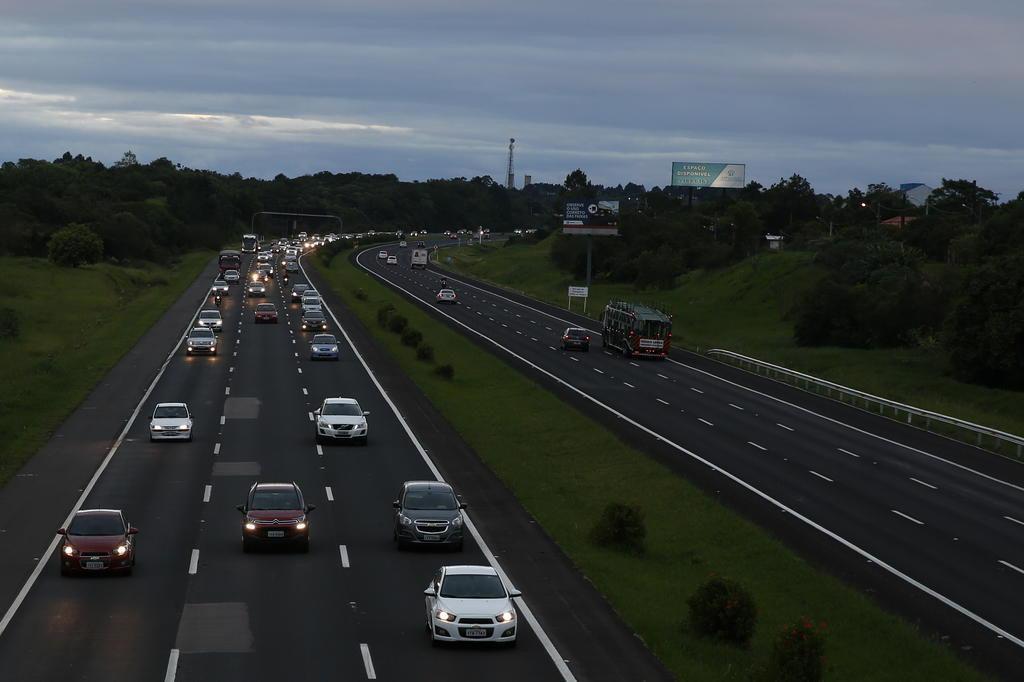 Sancionada lei que obriga farol baixo durante o dia em rodovias (Anderson Fetter/Agencia RBS)