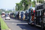 Protesto tem carreata de caminhões-cegonha na Região Metropolitana