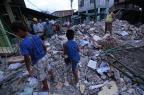 Sobe para 350 número de mortos após terremoto no Equador JUAN CEVALLOS/AFP