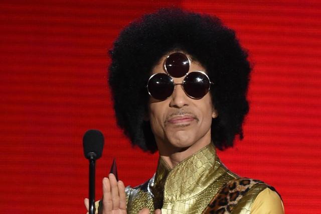 Analgésicos opiáceos foram encontrados na casa de Prince após sua morte, revelam documentos KEVIN WINTER/AFP