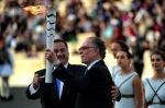 Em cerimônia na Grécia, tocha olímpica é entregue ao Rio