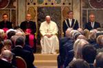 Papa Francisco recebe Prêmio Internacional Carlos Magno