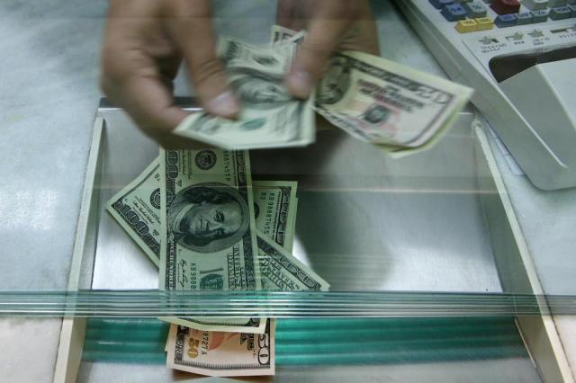 Após disparar 8% na véspera, dólar abre em queda vendido a R$ 3,34 Bruno Alencastro/Agencia RBS