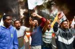 Manifestantes pró-governo bloqueiam rodovias no país