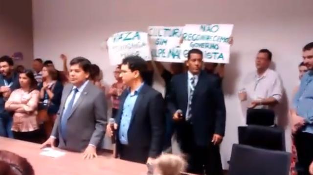 Servidores protestam em reunião com novo ministro da Educação e da Cultura Reprodução / Mídia Ninja/Mídia Ninja