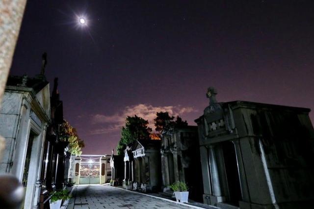 Visita noturna mostrará obras de arte em túmulos e mausoléus de cemitério de Porto Alegre Júlio Cordeiro/Agencia RBS