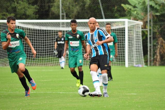 Para jogo contra o Flu, Renato relaciona promessa da base do Grêmio lançada por Felipão Rodrigo Fatturi / Divulgação/Grêmio/Divulgação/Grêmio