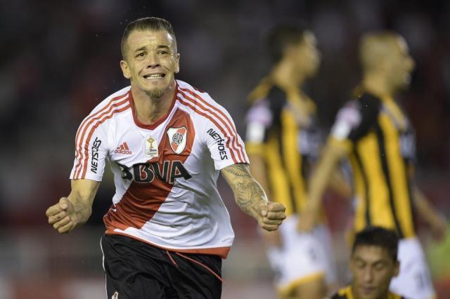 Colo Colo tem interesse em D'Alessandro, diz jornal chileno JUAN MABROMATA/AFP