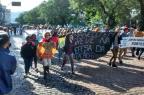 Professores do Estado fazem protestos e param o trânsito em Santa Maria Cassiano Cavalheiro/Agência RBS