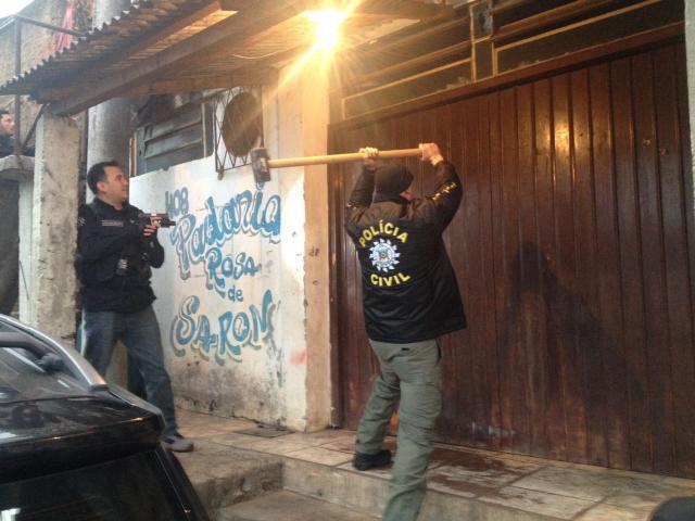 jardim ipe porto alegre:Polícia combate guerra do tráfico na zona leste da Capital Carlos
