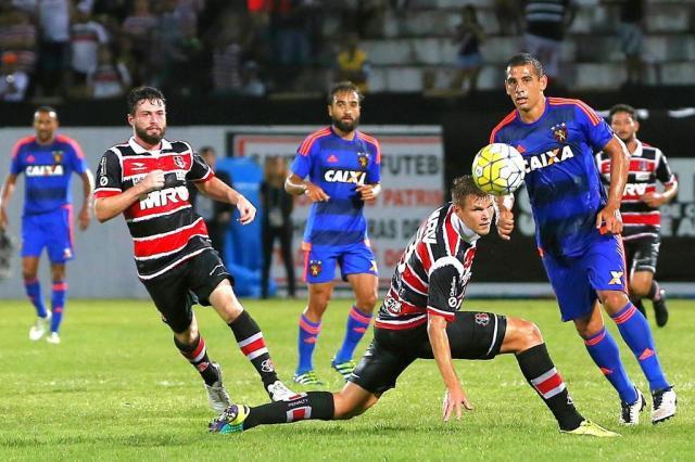 No Arruda, Sport faz 1 a 0 no Santa Cruz e deixa a lanterna do Brasileirão Carlos Ezequiel Vannoni/Agência Eleven