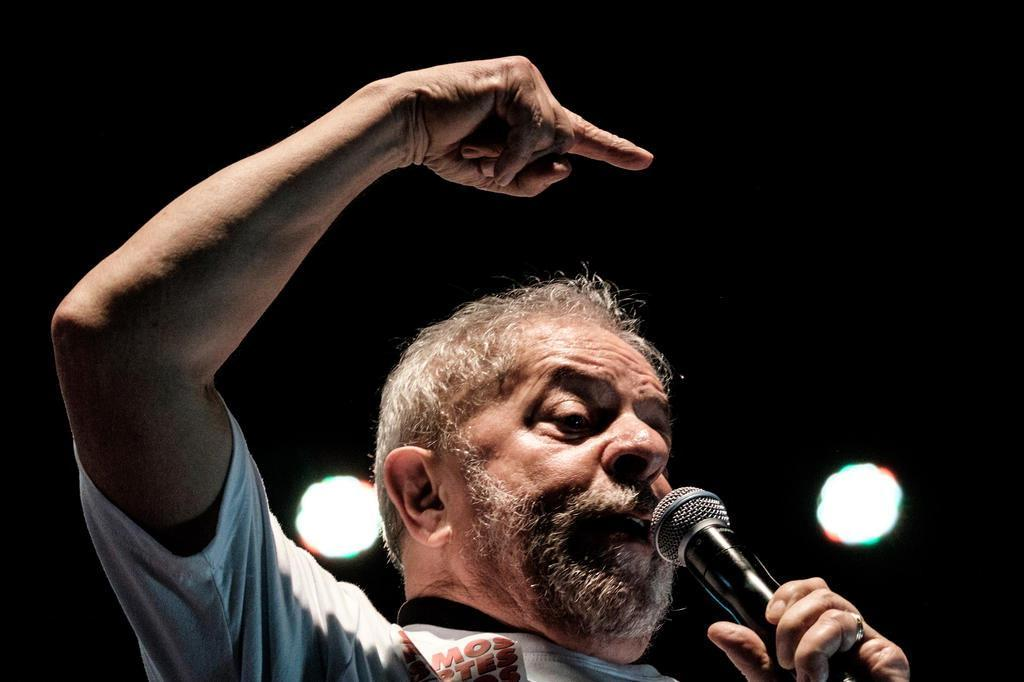 Lula é condenado a nove anos e meio de prisão por Sergio Moro em caso do triplex do Guarujá
