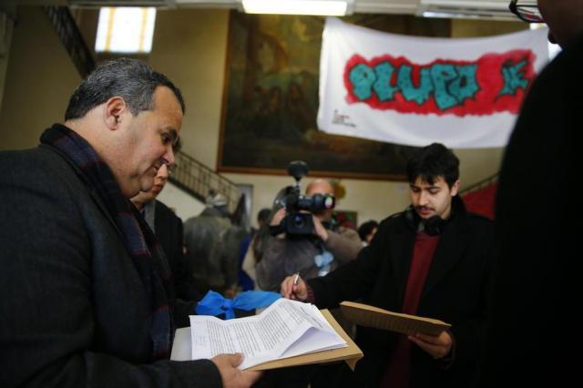 Secretário aposta no diálogo, mas cogita ir à Justiça para resolver impasses em escolas ocupadas Félix Zucco/Agencia RBS