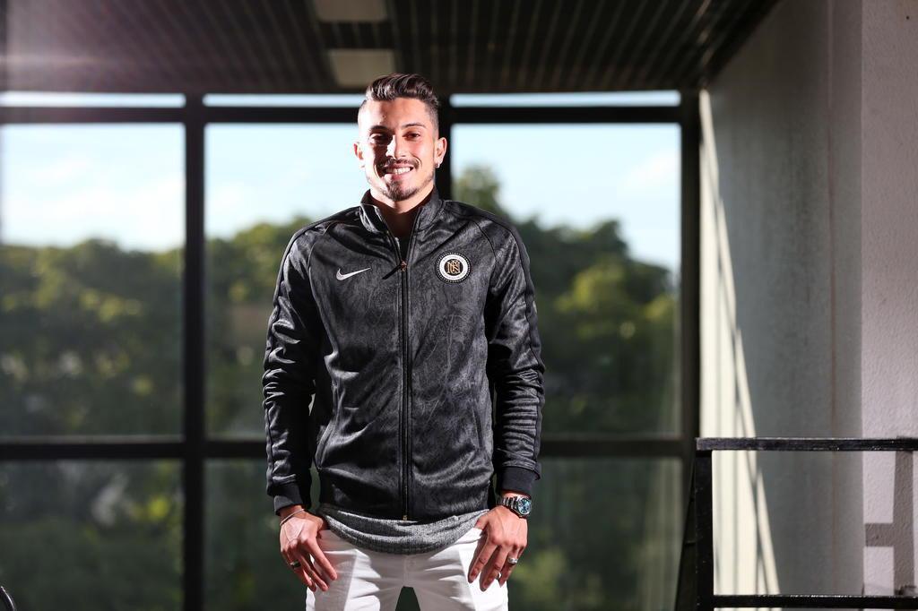 Alex Telles elogia Felipe Melo e comemora bom momento no Porto: