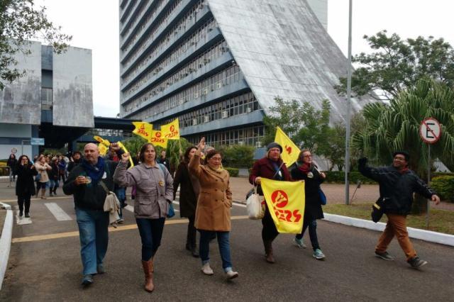 Professores decidem deixar o Centro Administrativo do RS Eduardo Rosa / Agência RBS/Agência RBS
