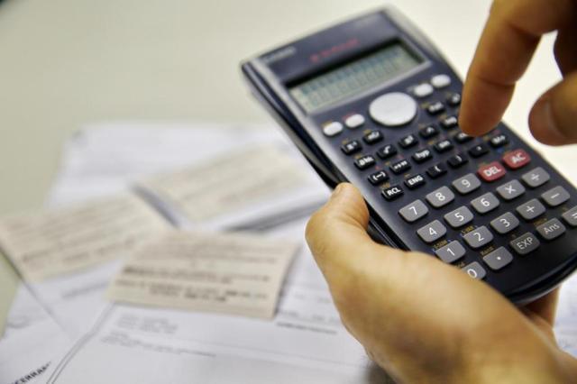 Para apoiar funcionários com dívidas, empresas antecipam 13º e até ensinam a usar planilhas Adriana Franciosi/Agencia RBS