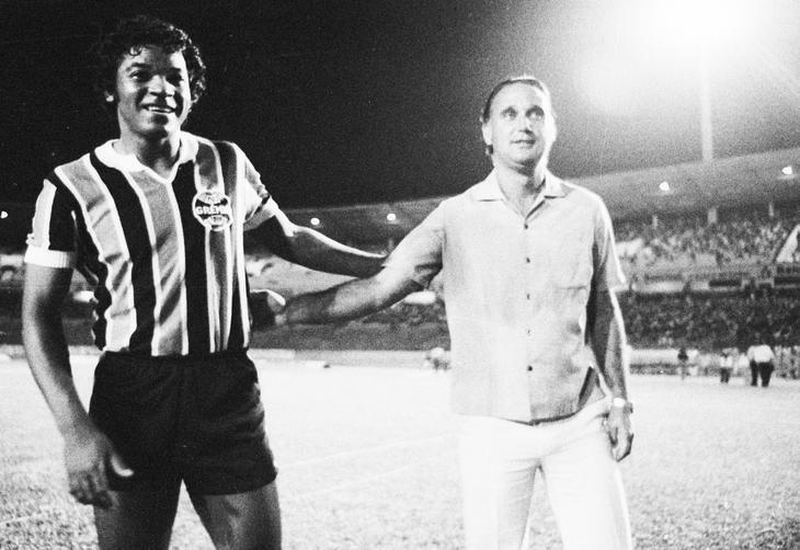 Ex-atacante no jogo entre Grêmio e seleção gaúcha, no Olímpico