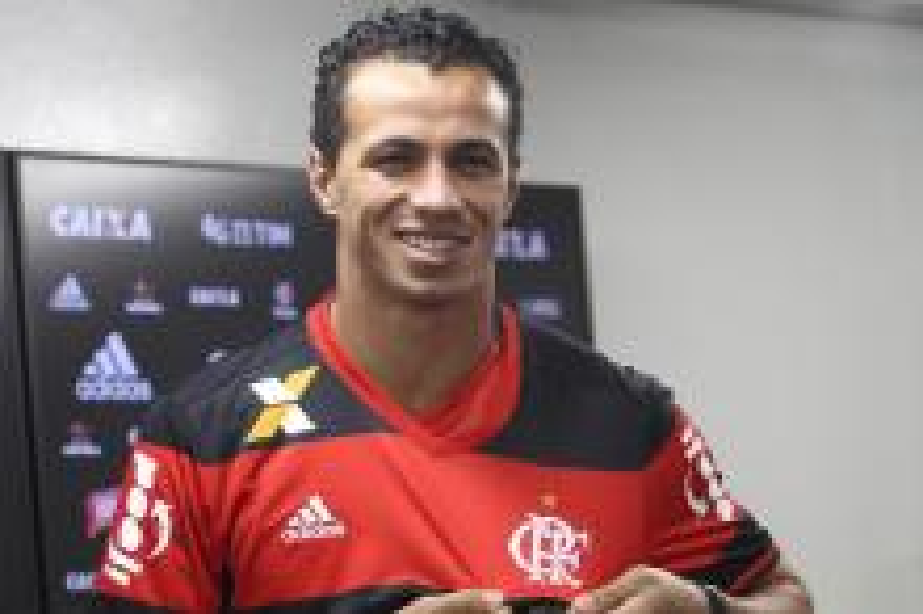 Leandro Damião volta, pede a palavra e quer marcar gol no Grêmio Paulo Sergio/Lancepress!/AFP/Lancepress!/AFP