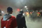 VÍDEO: torcedores do Inter e Brigada Militar entram em confronto no Beira-Rio Reprodução / Agência RBS/Agência RBS