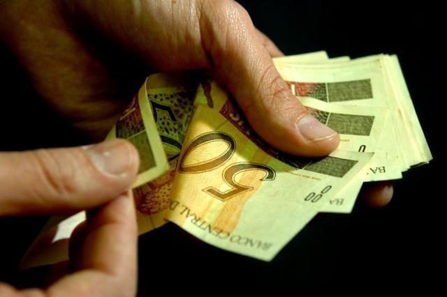 Inadimplente brasileiro deve três vezes o salário, aponta pesquisa Genaro Joner/Agencia RBS
