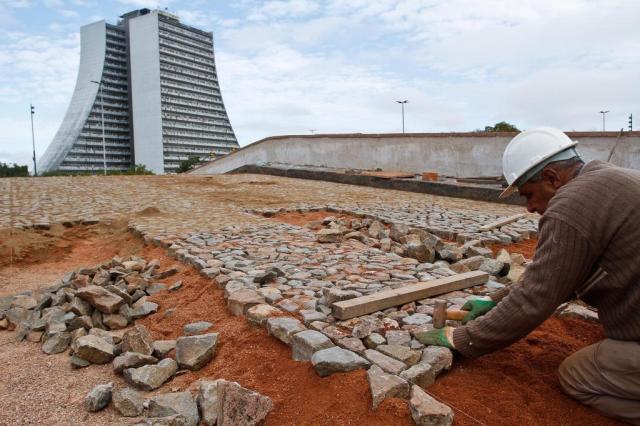 Ponte de Pedra do Largo dos Açorianos recebe pavimentação Joel Vargas/Divulgação/PMPA