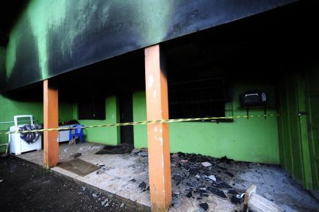 Prefeitura emitiu alvará a clínica incendiada mesmo tendo constatado travas nas portas (Ronaldo Bernardi/Agência RBS)