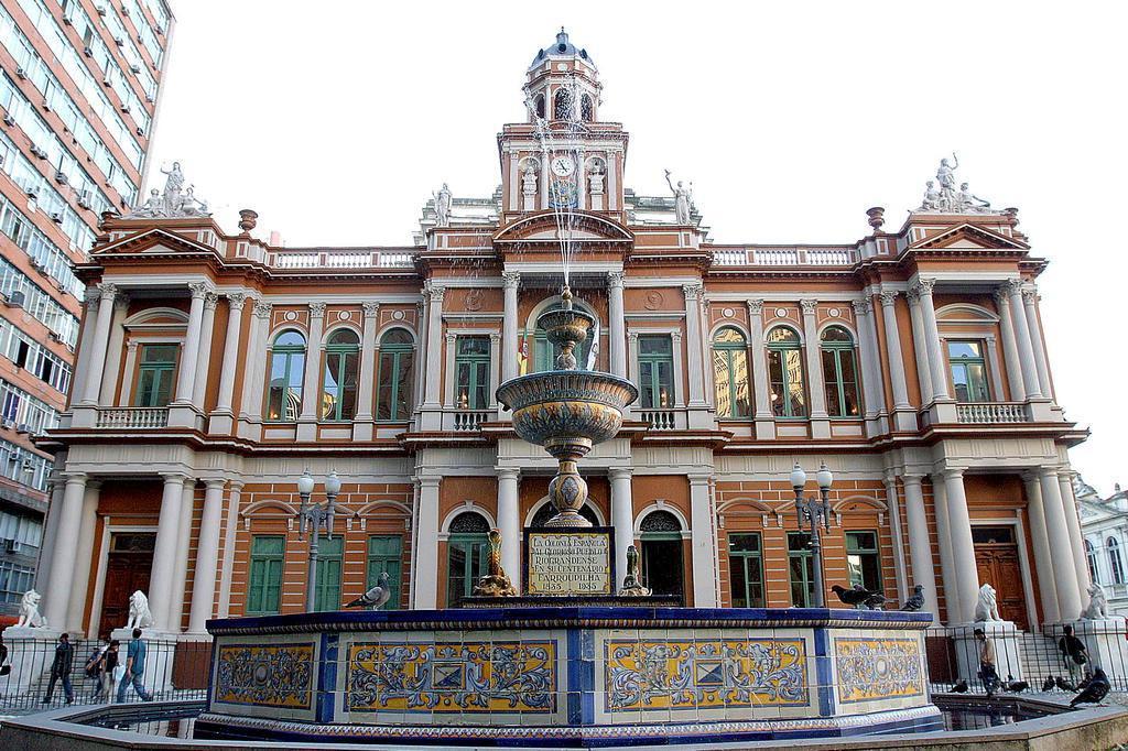 Um em cada quatro CCs de Porto Alegre recebe salário acima do teto João Fiorin/PMPA/Divulgação