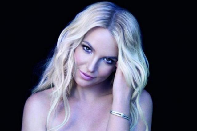 VÍDEO: fã invade show de Britney Spears, dança e agride seguranças Divulgação/Quem