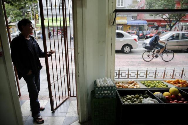 """""""É o dia que mais teve policiamento"""", diz funcionário de loja no centro da Capital Mateus Bruxel/Agencia RBS"""
