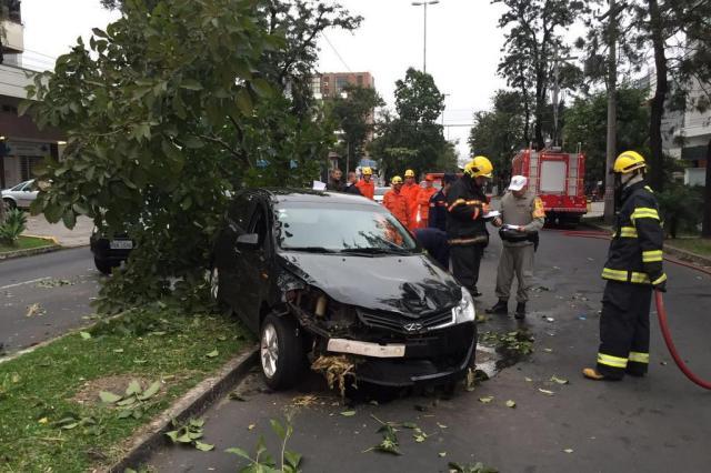 Acidente deixa dois feridos na Avenida Goethe, em Porto Alegre Paula Minozzo/Agencia RBS