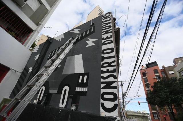 Artista alemão pinta mural no centro histórico de Porto Alegre Lauro Alves/Agencia RBS