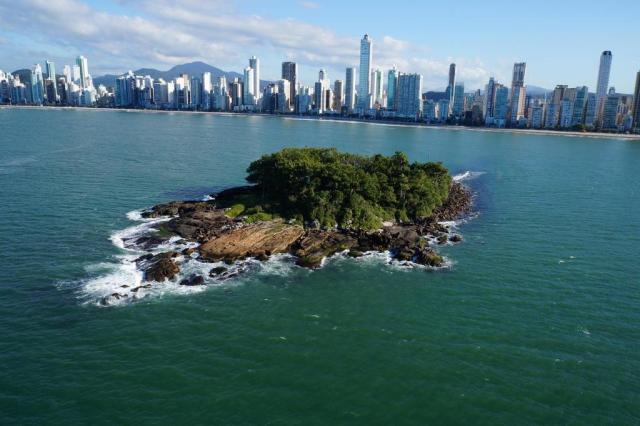 Resultado de imagem para Ilha das Cabras em Balneário Camboriú