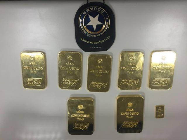 Brasileiro detido com R$ 600 mil em barras de ouro tem 45 dias para apresentar documentação Divulgação/Receita Federal